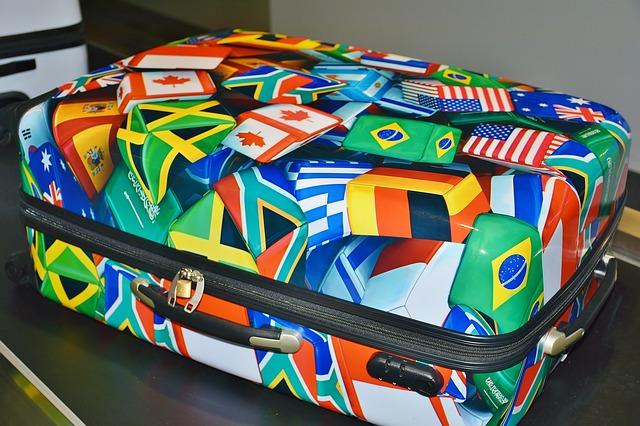 kufr s vlajkami