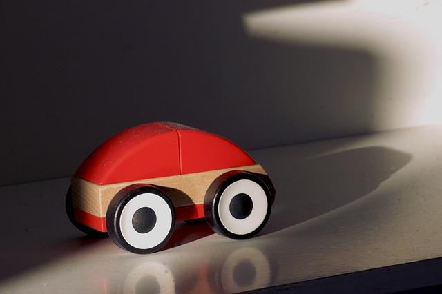 dřevěné auto.jpg