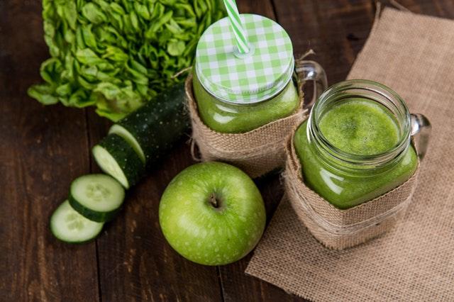 zelené smoothie, jablko, okurek