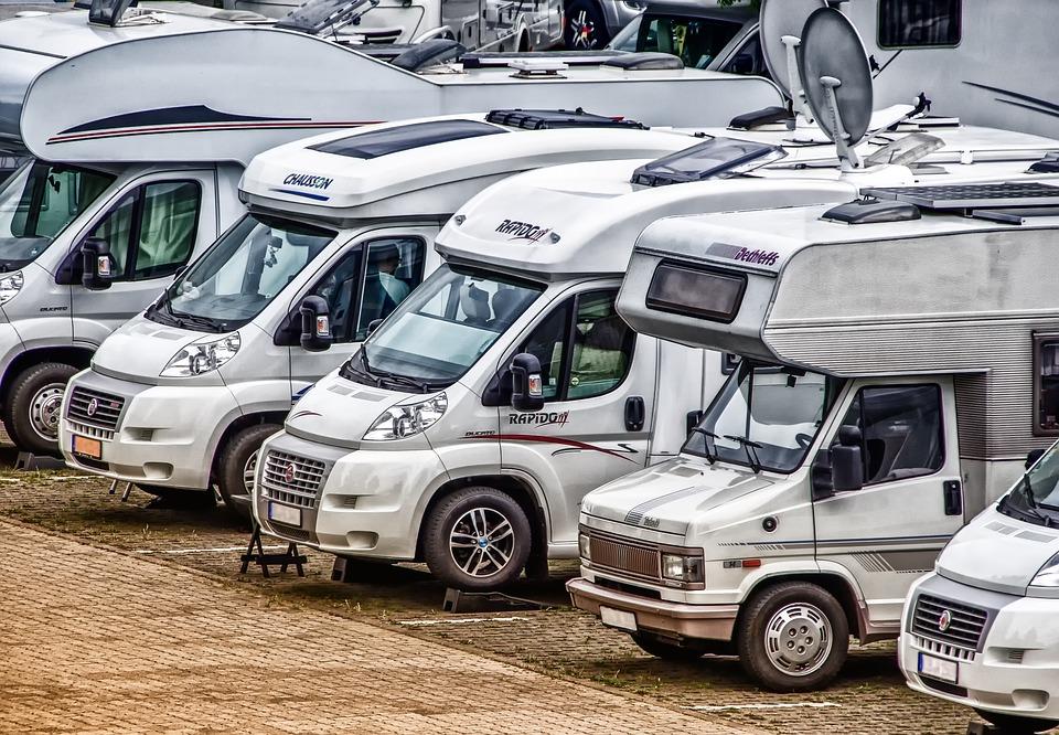 zaparkované dodávky